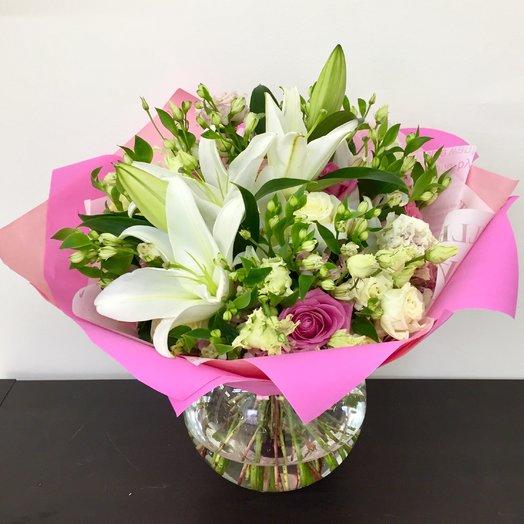Букет с лилиями и голландской альстромерией: букеты цветов на заказ Flowwow