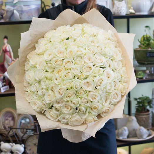 Белая роза в крафте (101 роза)