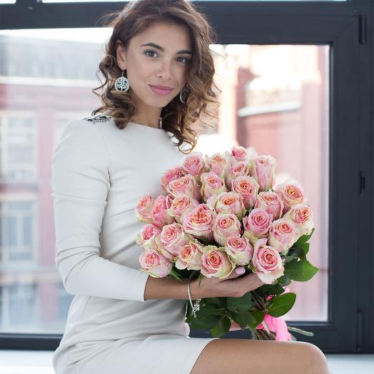 Букет из 21 кремово-розовой розы