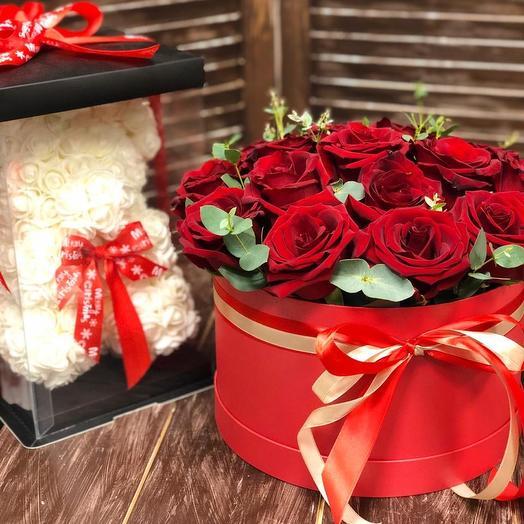 Набор из коробки с розами и мишки