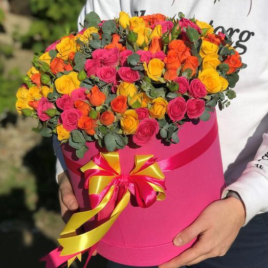 Коробки с цветами. Кустовые розы. Микс с эвкалиптом. N487: букеты цветов на заказ Flowwow