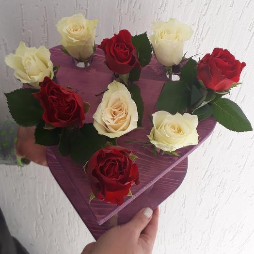Розы в деревянной стойке сердце: букеты цветов на заказ Flowwow