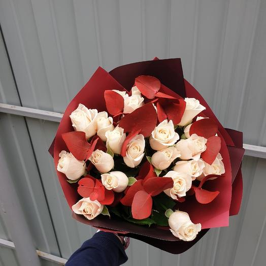 21роза с эвкалиптом: букеты цветов на заказ Flowwow
