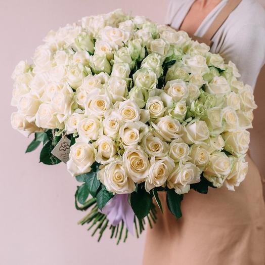 101 белая роза в матовой пленке