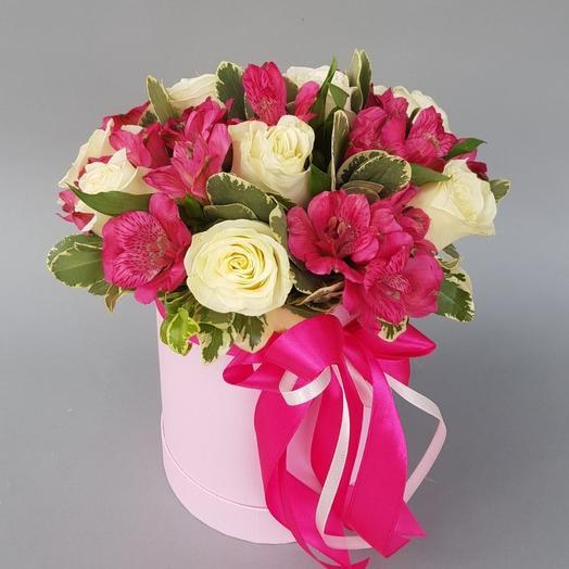 Букет роз и альстромерий в шляпной коробке: букеты цветов на заказ Flowwow