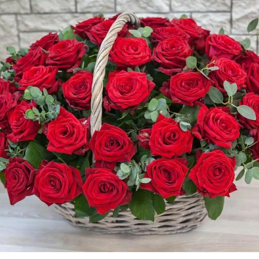 Корзина красных роз Очарование
