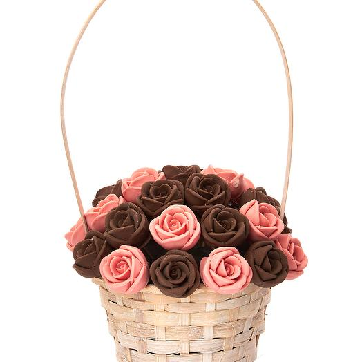 Корзинка из 27 шоколадных роз K27-RSH