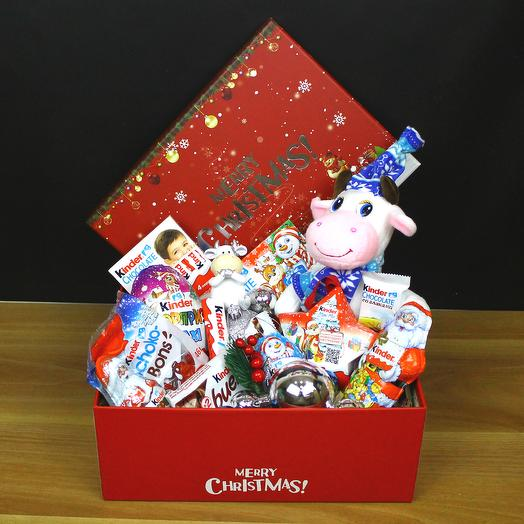 Коробка с Киндерами и с Коровкой Новый год