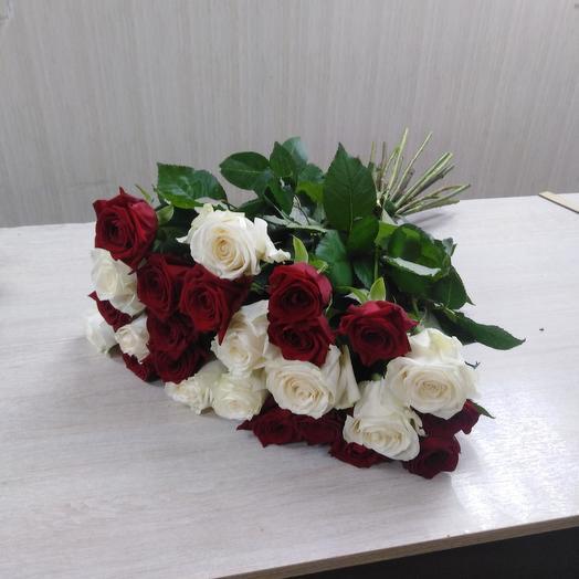Букет из красно/белых роз 25 шт