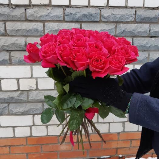 Букет из 25 ярко-розовых роз 60 см под ленту