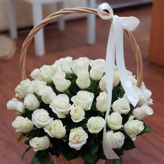 """Корзина белых роз """"Рандеву"""""""