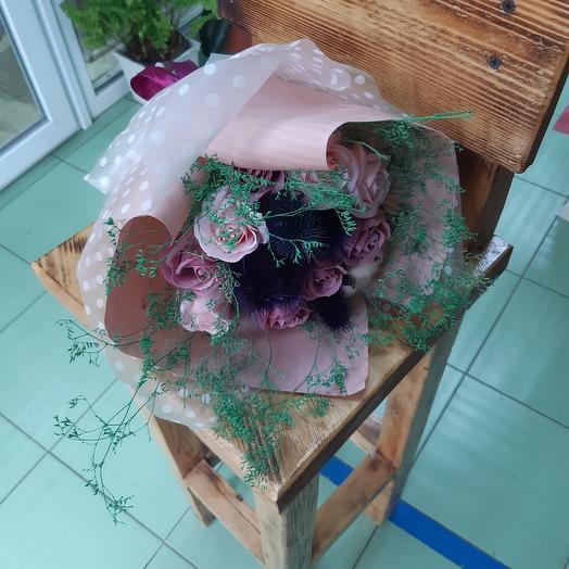 Букет из сухоцветов и мыльных роз