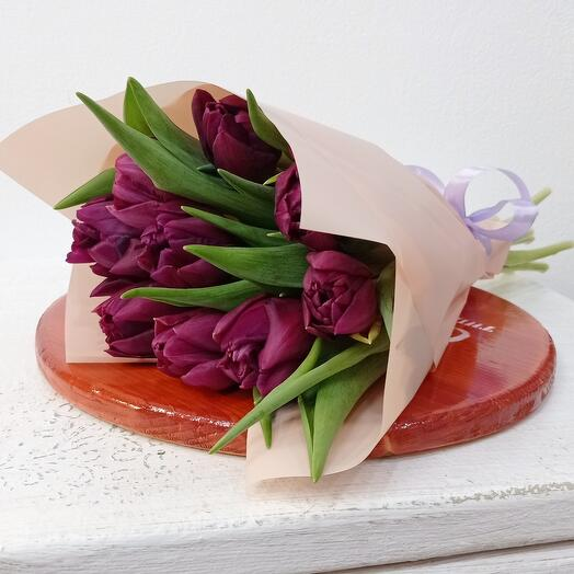 9 пионовидных тюльпанов