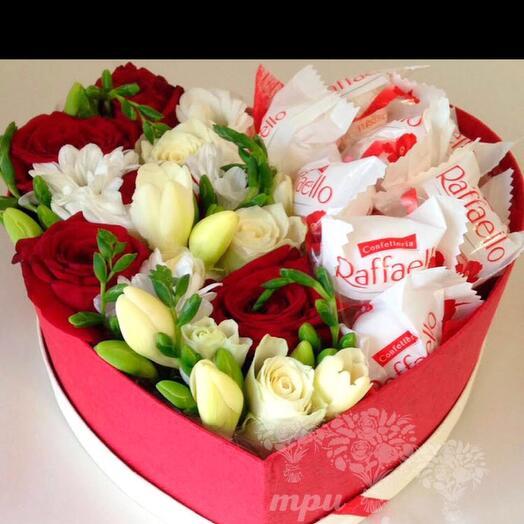 Цветы в коробке с конфетами