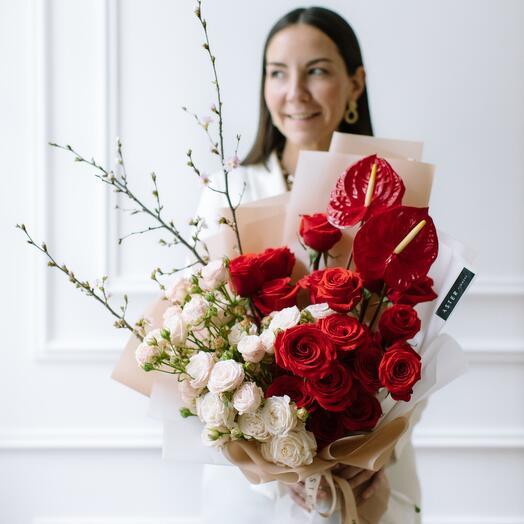 Букет с красными розами