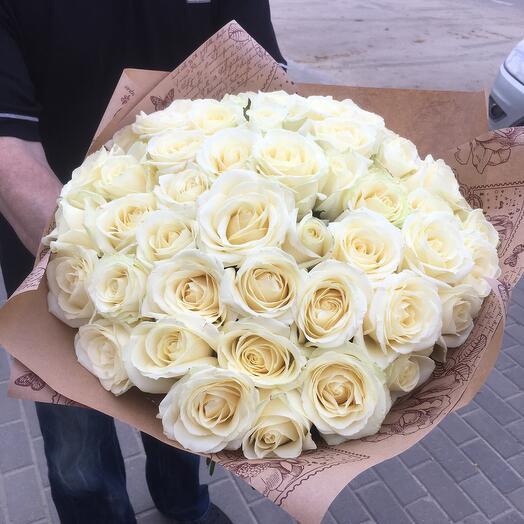 45 белых роз