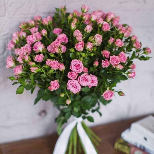 Нежнейшие кустовые розовые розы