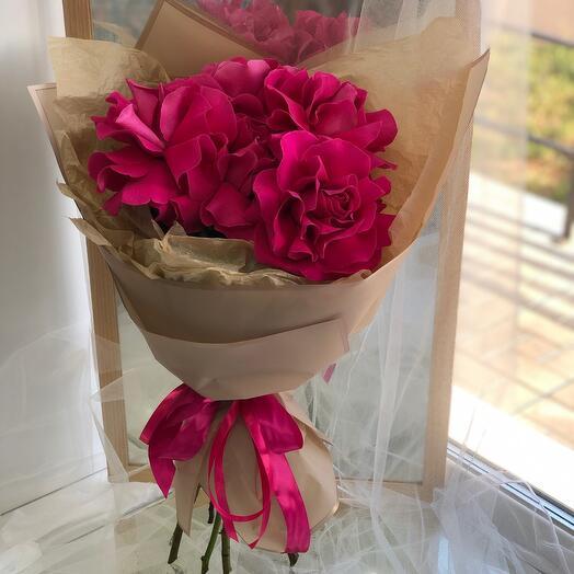 Малиновые ажурные розы