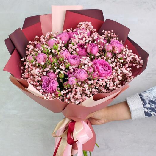 Букет из пионовидной розы и розовой гипсофилы