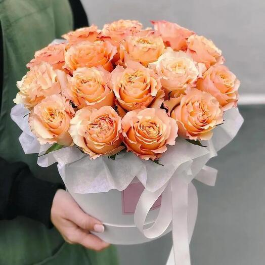 Шляпная коробка из 15 оранжевых роз