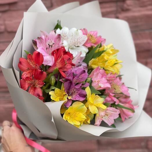 9. Букет комплимент из альстромерий