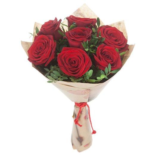 Букет из красных роз с зеленью: букеты цветов на заказ Flowwow