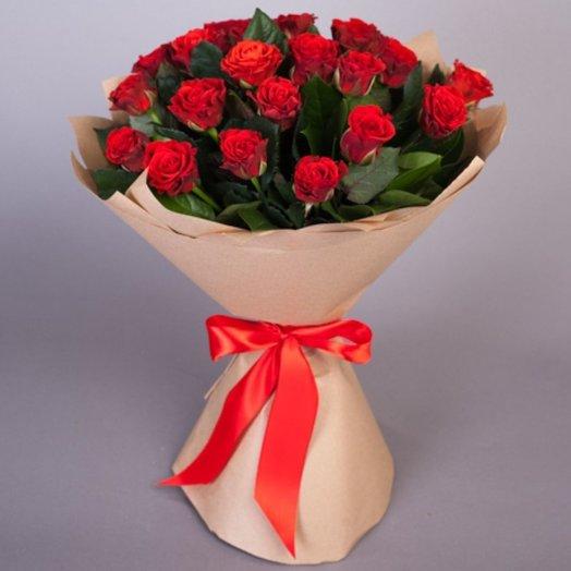 15 красных роз в крафт упаковке: букеты цветов на заказ Flowwow