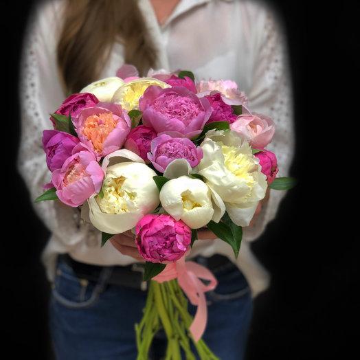 Букет из 15 разноцветных пионов: букеты цветов на заказ Flowwow