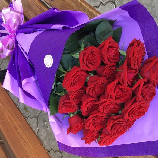 21 красная роза с оформлением: букеты цветов на заказ Flowwow