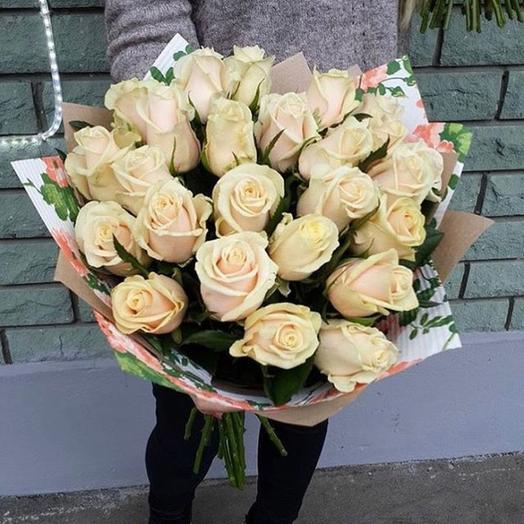 21 кремовая роза в крафте: букеты цветов на заказ Flowwow