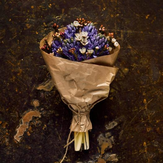 Букет из гиацинтов в крафте: букеты цветов на заказ Flowwow