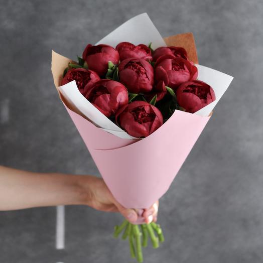 Буке из бордовых пионов сорта Ред Шарм: букеты цветов на заказ Flowwow