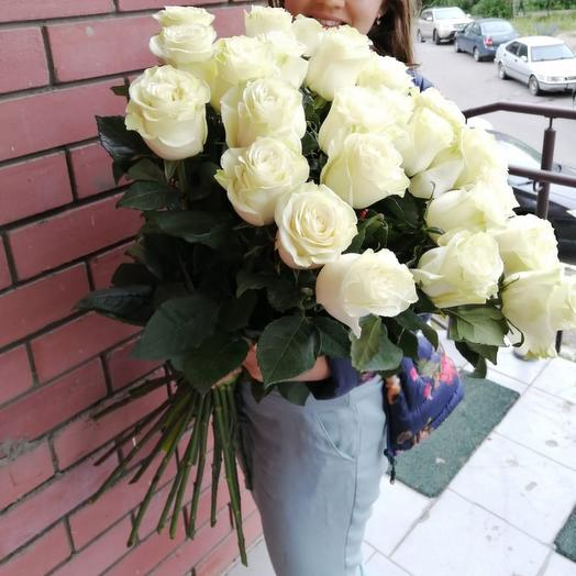 Облако из 25 белых роз