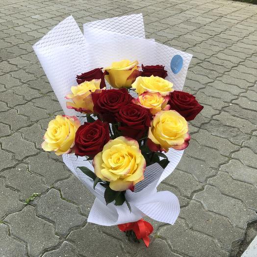 13 ярких роз: букеты цветов на заказ Flowwow