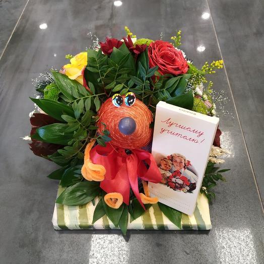 """Яркая композиция """"Лучшему учителю"""": букеты цветов на заказ Flowwow"""