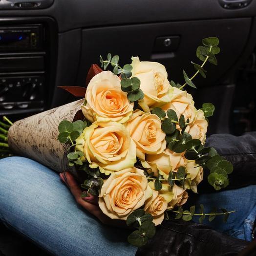Кремовый комплимент в конусе: букеты цветов на заказ Flowwow