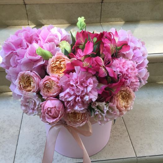 Нежная коробка «Бабочка»: букеты цветов на заказ Flowwow