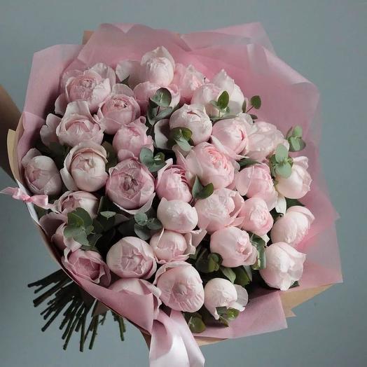 Пионовидные розы в дизайнерской упаковке 35 шт: букеты цветов на заказ Flowwow