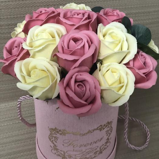 Букет мыльных роз в розовой шляпной коробке