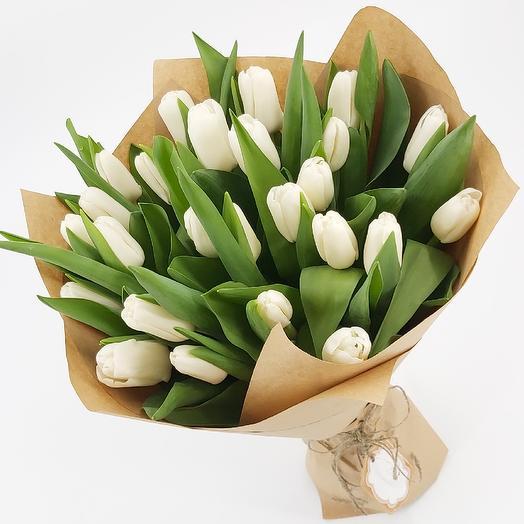 25 белых тюльпанов в крафте: букеты цветов на заказ Flowwow