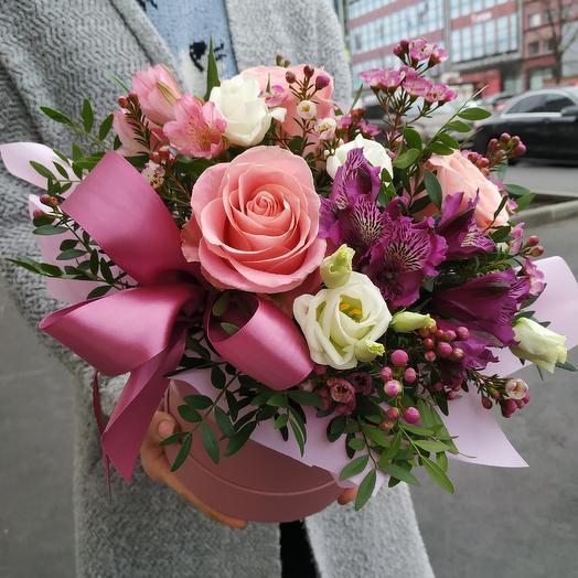 Шляпная коробка нежных цветов