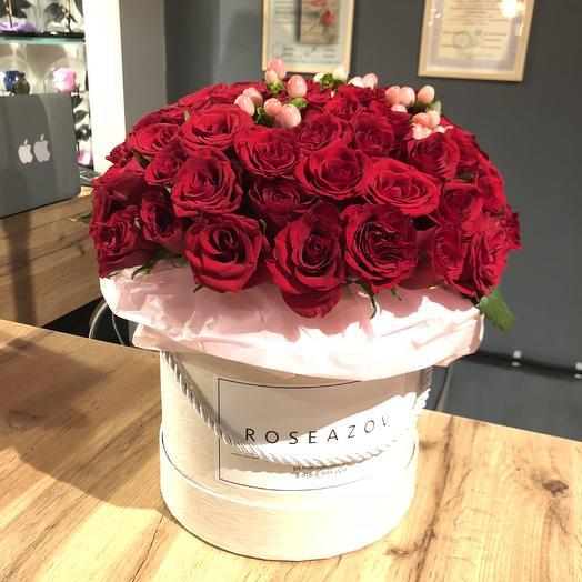 Розы в шляпной коробочке