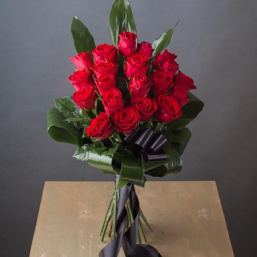 Траурный букет из 20 красных роз