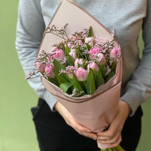 Тюльпаны розовые 21 шт моно с лимониумом