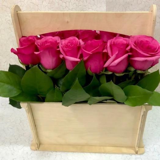 """Розы в деревянном ящике """"Мелодия любви"""""""
