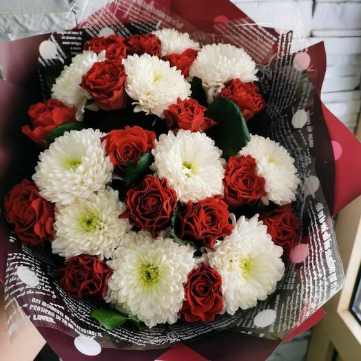 Букет  из кенийских роз и хризантем