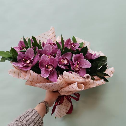 Букетик из орхидей