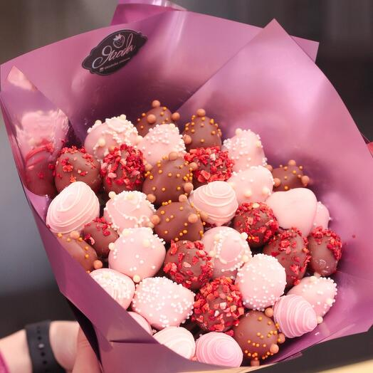 Bouquet of strawberries in chocolate