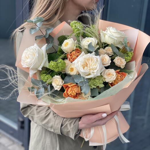 Букет Ювелис из тюльпанов, вибурнума и роз