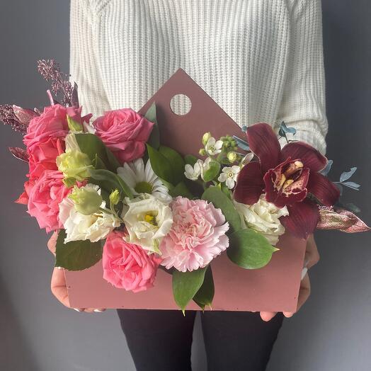 Кашпо конверт с цветами